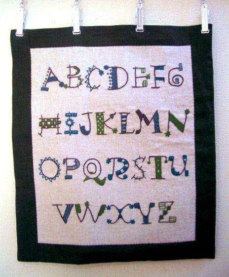 アルファベット刺しゅうミニタペ