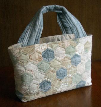 木陰色のバッグ